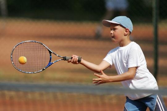 Zajecia w szkolce tenisa ziemnego